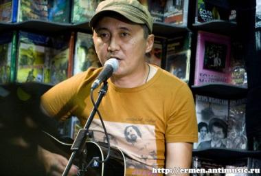 Москва, магазин «Дом Культуры», 26 июня 2011 г. (фото - «Группа Быстрого Реагиро
