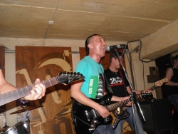 Тур «К последнему морю», Донецк, бар Gung'ю'buzz, 2 мая 2013 (фото: Иван Антипов